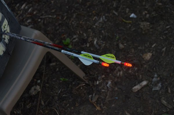 Lumenok lighted nock active in target